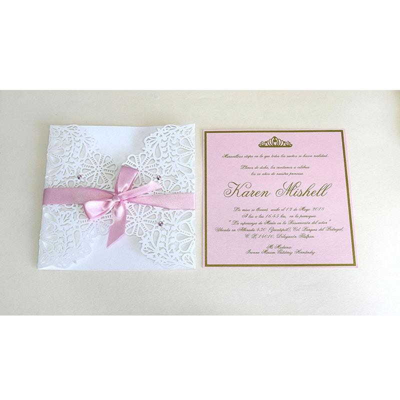 Invitación en corte láser rosa (colores disponibles).
