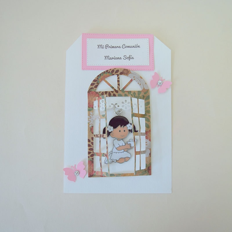 Llavero de niña rezando personalizado