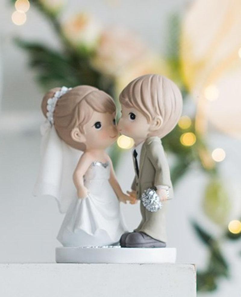Figura para pastel Novios tomados de la mano y Enamorados.