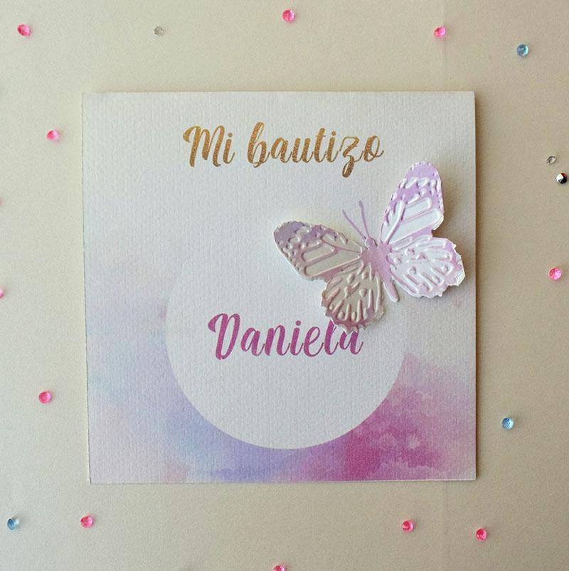 Invitación de mariposa arcoíris morado y rosa.