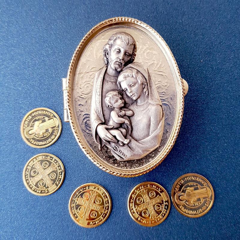 Cofre Italiano Sagrada Familia con arras San Benito doradas