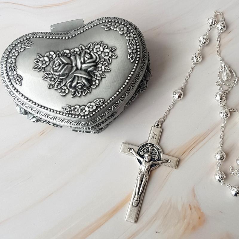 Cofre pewter y lazo de boda Rose Silver con cruz italiana San Benito Certificado de Exclusividad